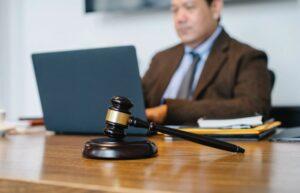 Rechtlichen Beistand in Anspruch nehmen