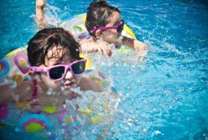 Spaß im Pool mit stets sauberem Wasser